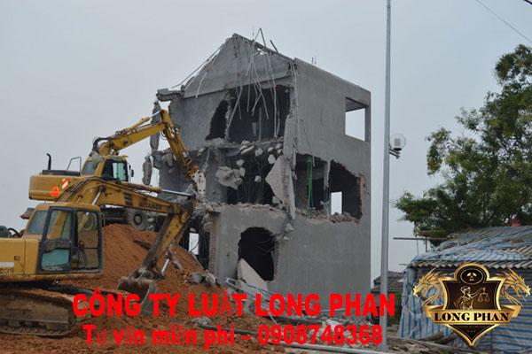 Cố ý xây nhà trên đất lấn chiếm phải chịu chế tài pháp lý nào?