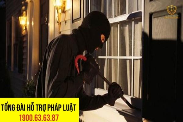 Phân tích hành vi chém trộm vào nhà theo pháp luật