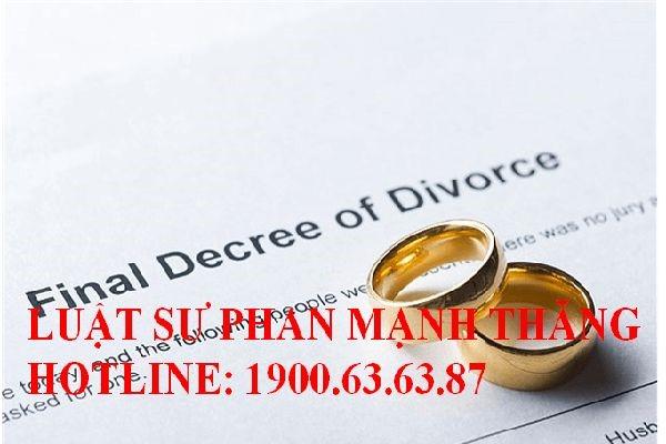 khởi kiện ly hôn